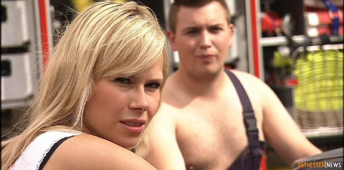 Nackt feuerwehr Feuerwehr