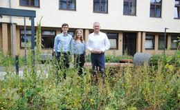 Helena Kümpel und Michael Ritz planen Blühflächen auf Kreisliegenschaften