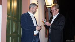 Um Mitternacht: Thomas Schreiner übergibt Rathaus-Schlüssel an Peter Kirchner