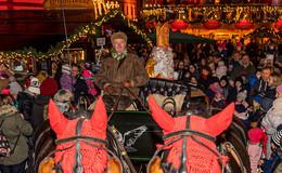Großer Ansturm auf dem Weihnachtsmarkt: Nikolaus lockt hunderte Besucher