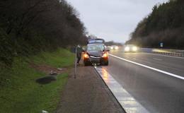 Schwerer Unfall auf A7: Pkw von Fahrbahn abgekommen
