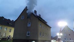 Silvester-Rakete in Wohnung gezündet: Mann (52) schwer verletzt