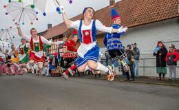 Tausende Besucher feiern beim Springerumzug: mit viel Helau und guter Laune