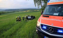 Schwerer Unfall bei Friedewald: 22-Jähriger prallt gegen Baum