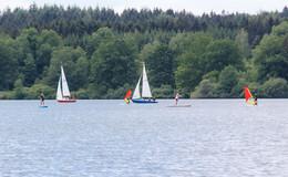 Der Nieder-Mooser See ist ein Eldorado für Wassersportler und Naturliebhaber