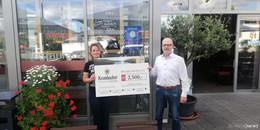 Warmer Geldregen: Krombacher spendet 2.500 Euro an Bewegen mit Herz