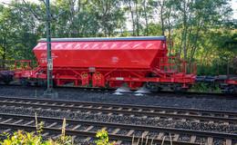 Streckensperrung: Güterzug verliert Teil seiner Ladung mit Aluminiumhydroxid