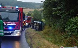 Auf nasser Straße verunfallt: Fahrer entfernt sich unerlaubt von Unfallstelle