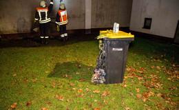 War es Brandstiftung? Mülltonnen fangen in Schmalnau Feuer