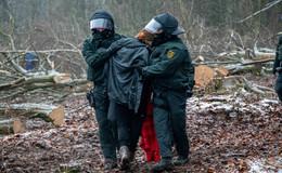 77 Personen in Gewahrsam genommen- Arbeiten gehen weiter gut voran