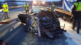 Pkw kracht in Laster: Tödlicher Verkehrsunfall auf der A5 in Höhe Alsfeld-West