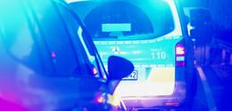 Geschwindigkeit unterschätzt: Lkw crasht auf der A7 frontal in Kleinbus