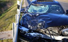 Vorwurf der Alleinraserei: 26-Jähriger steht nach tödlichem Unfall vor Gericht