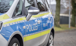 Autobahn nach Unfall blockiert: Autofahrer touchiert Lkw und rastet aus
