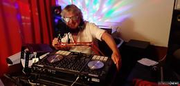 Tausendsassa Jürgen Weilmünster als Online-DJ in aller Munde