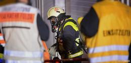 Bagger in Flammen - Festnahmen nach Brandstiftung im Steinbruch?