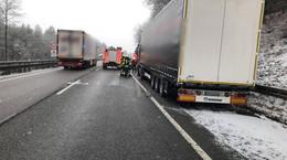 Auf der A4 zwischen Obersuhl und Hönebach: LKW-Fahrer löscht Feuer