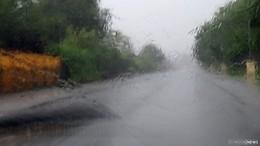 Starkregen und Orkanböen: ADAC gibt Tipps für das Fahren bei Unwettern