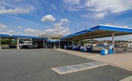 Raub auf Tankstelle an Lomo-Kreuzung: Junger Mann flüchtet mit Bargeld