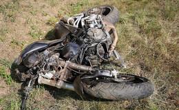 Motorradfahrer nach Überholen geschleudert - schwer verletzt