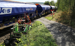Traktorfahrer (58) kollidiert mit Güterzug - Schwer verletzt