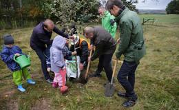 K+S Verbundwerk Werra pflanzt Obstbäume anlässlich des Mauerfalljubiläums