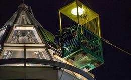 Sicherheitsscheibe fällt aus Zeltkuppel im Tegut-Markt - THW im Einsatz