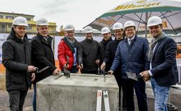 Der Grundstein ist gelegt: An der Fulda-Aue entstehen 86 Wohnungen