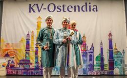 Maharani Carola XXIV. von der schallenden Fanfare führt Ostendia an