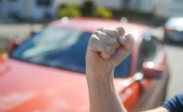 Alkoholisierter Alsfelder versucht Polizisten mit Kopfnüssen zu attackieren