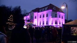 Schloss im Lichtermeer - viele Besucher beim Weihnachtsmarkt