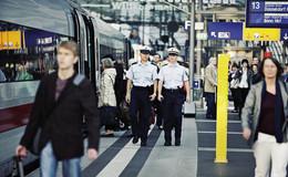 Fahrscheinkontrolle eskaliert: Schwarzfahrer droht mit Schlägen