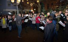 Zahlreiche Bürger verfolgten die Aufführung des Hünfelder Neujahrliedes