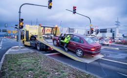Crash in der Pacelliallee/Dipperzer Straße - Beifahrerin leicht verletzt