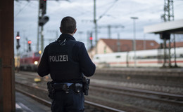 Coronavirus-Verdacht im Regionalzug: Reisender wird ins Krankenhaus gebracht