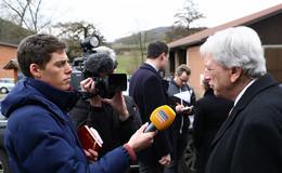 Ministerpräsident Bouffier: Nicht zur Tagesordnung übergehen