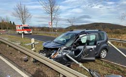 Zwei Autos kollidieren bei Bebra-Blankenheim - drei verletzte Personen