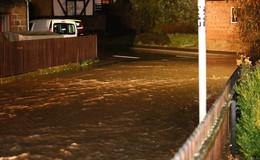 Wassermassen sorgen für vollgelaufene Keller - Bundesstraße B 62 gesperrt