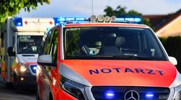 Crash auf der A4: Pkw fährt unter Lkw - Fahrer schwer verletzt