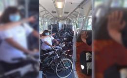 Volle Züge am Feiertag: Dichtes Gedränge und unzählige Fahrräder