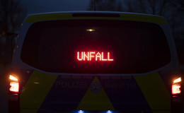 Von Fahrbahn abgekommen: 35-jährige Frau verletzt sich schwer