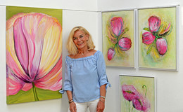 Karin Bräuning zeigt ihre Bilder in der Alten Kirche Sargenzell