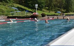Schwimmen tut der Gesundheit gut - Rotenburger Schwimmbad öffnet Pforten