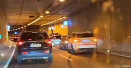 Fahrzeug prallt gegen die Tunnel-Wand - Ursache: Fahrfehler?
