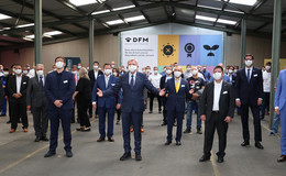 Besondere Innovation: Ministerpräsident Bouffier besucht Maskenhersteller