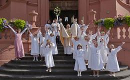 Erstkommunion Teil 1 in der Stadtpfarrkirche: Einfach spitze, dass du da bist!