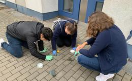 Stolpersteine erstrahlen in neuem Glanz - Erinnerung an NS-Opfer
