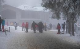 Tausende Schneefans pilgern in die Rhön: Es herrscht pures Chaos!