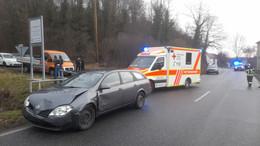 Unfall in Saasen: Zwei Leichtverletzte nach Vorfahrtsmissachtung