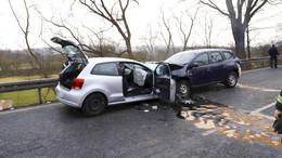 Frontalcrash auf der B27: VW Polo kracht in Dacia Duster - zwei Schwerverletzte